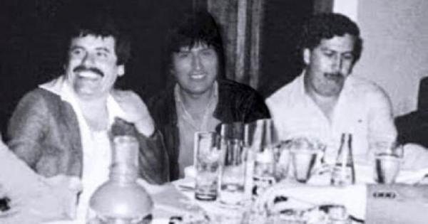Είναι fake η φωτογραφία του Έβο Μοράλες και τον Πάμπλο Εσκομπάρ
