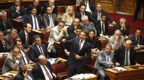 Οι βουλευτές της ΝΔ ΔΕΝ χειροκρότησαν το Μητσοτάκη όταν ανακοίνωσε το πρόστιμο